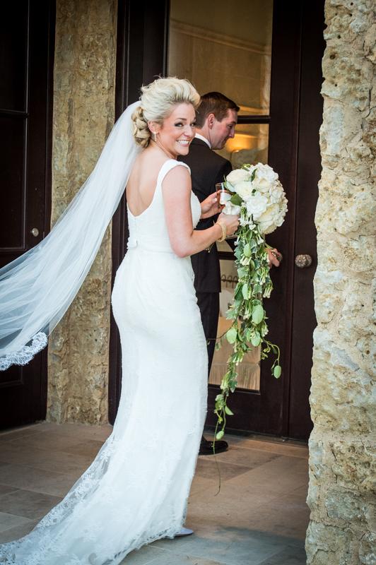 Wedding photographer Back Look Bride