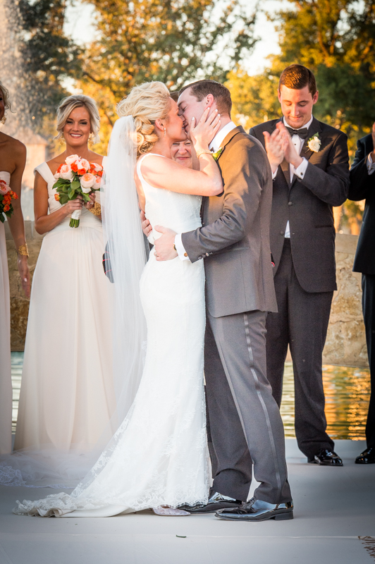 Wedding photographer First Kiss